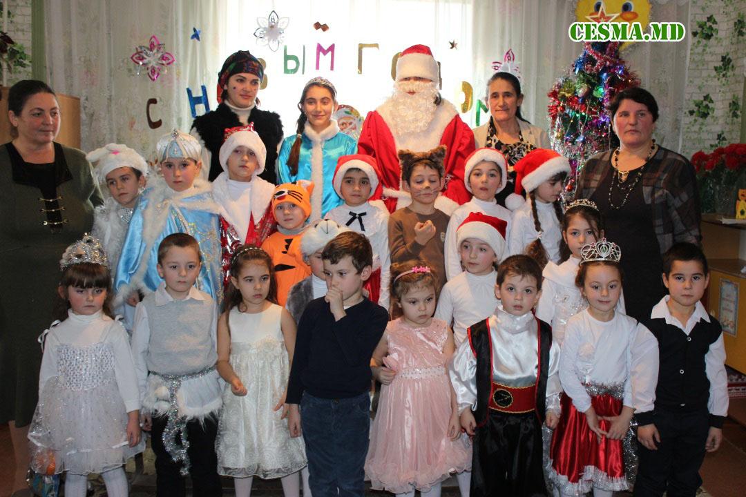 Дети на празднике в детском саду фото